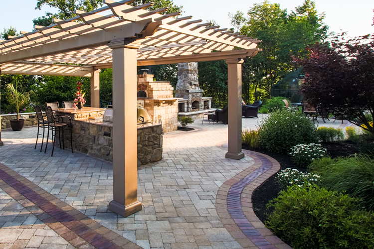 Design Ideas to Dress up Your Pergola