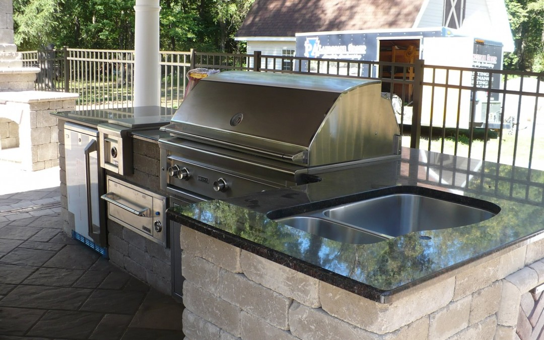 Trending for 2017: The Latest in Outdoor Kitchens