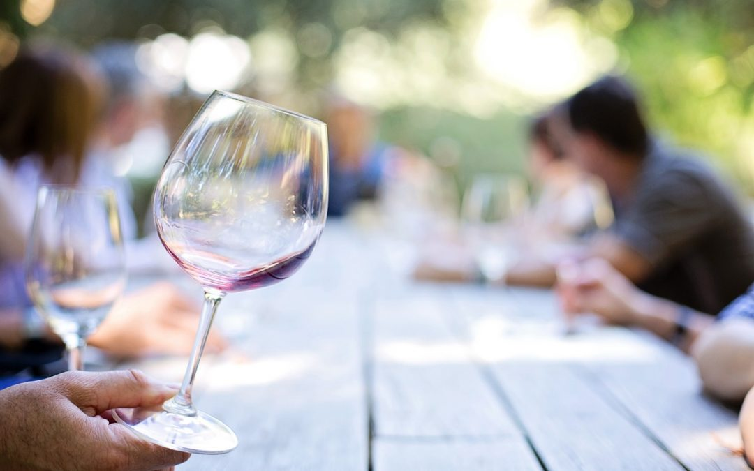 Backyard Pairings: The Best Wine for You Based on Your Backyard Style